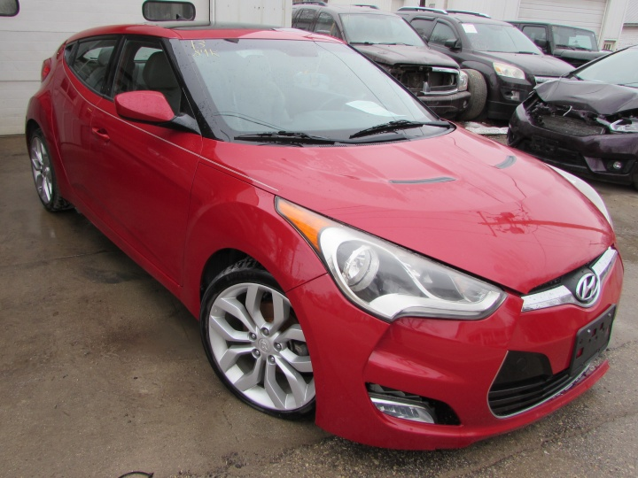 2013 Hyundai Veloster Front Right
