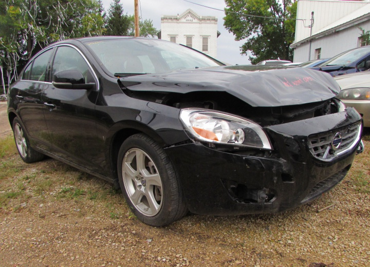 2013 Volvo S60 T5 Front Right