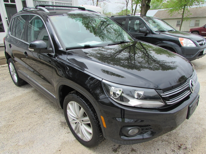 2013 VW Tiguan S Front Right
