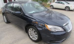 2014 Chrysler 200 Touring Front Right
