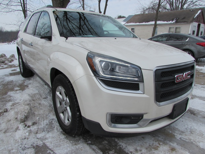 2014 GMC Acadia SLE Front Right