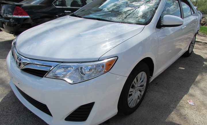 2014 Toyota Camry L Front Left