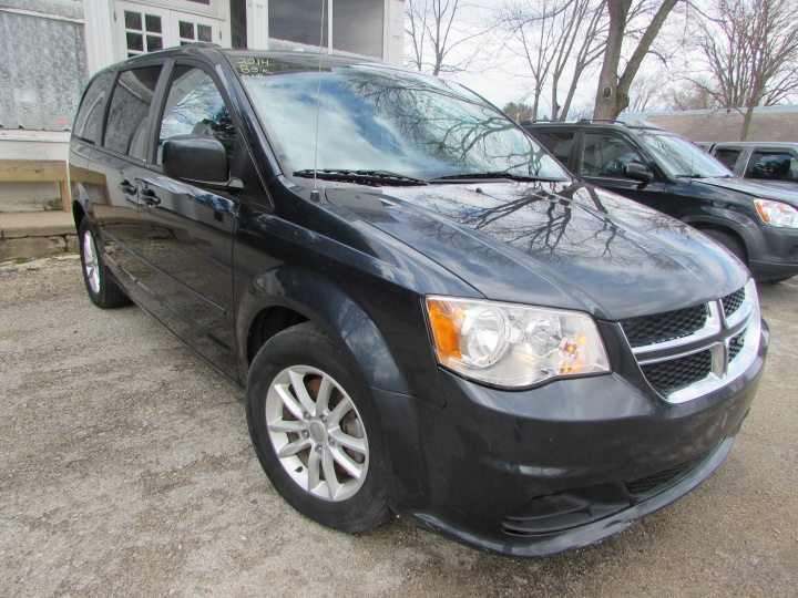 2014 Dodge Grand Caravan SXT Front Right