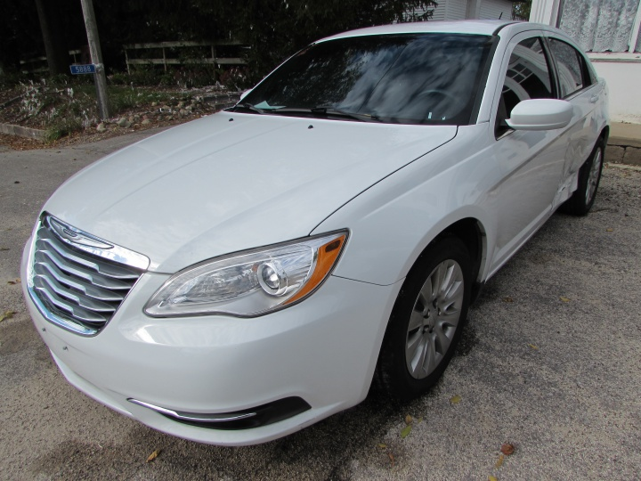 2014 Chrysler 200 LX Front Left
