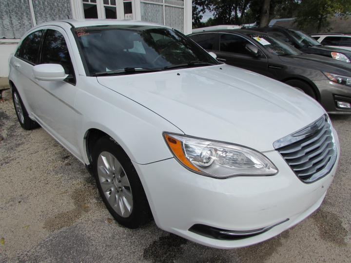 2014 Chrysler 200 LX Front Right