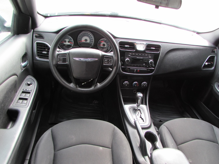 2014 Chrysler 200 LX Interior