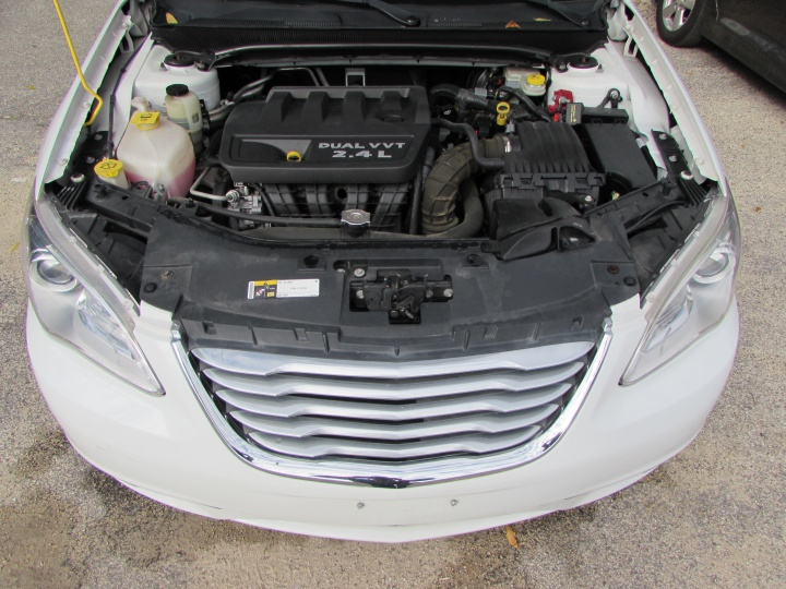 2014 Chrysler 200 LX Motor