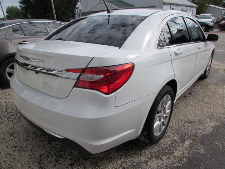 2014 Chrysler 200 LX Rear Right
