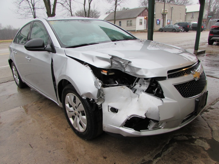 2014 Chevy Cruze LS Front Right