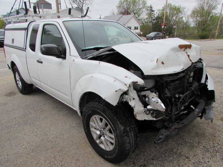2014 Nissan Frontier SV Front Right