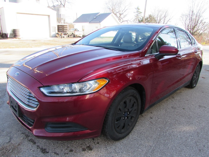 2014 Ford Fusion S Front Left