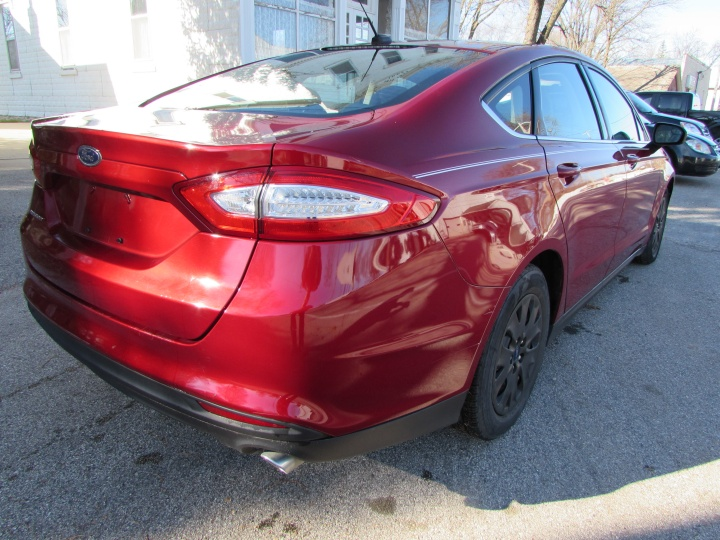 2014 Ford Fusion S Rear Right