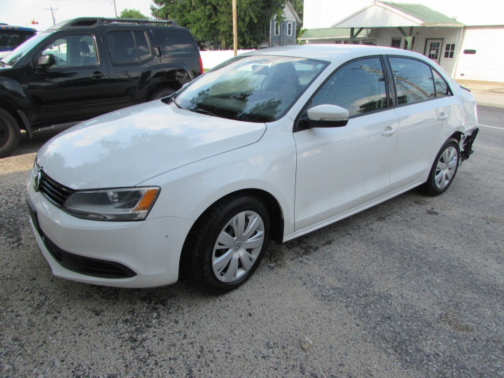 2014 VW Jetta SE Front Left