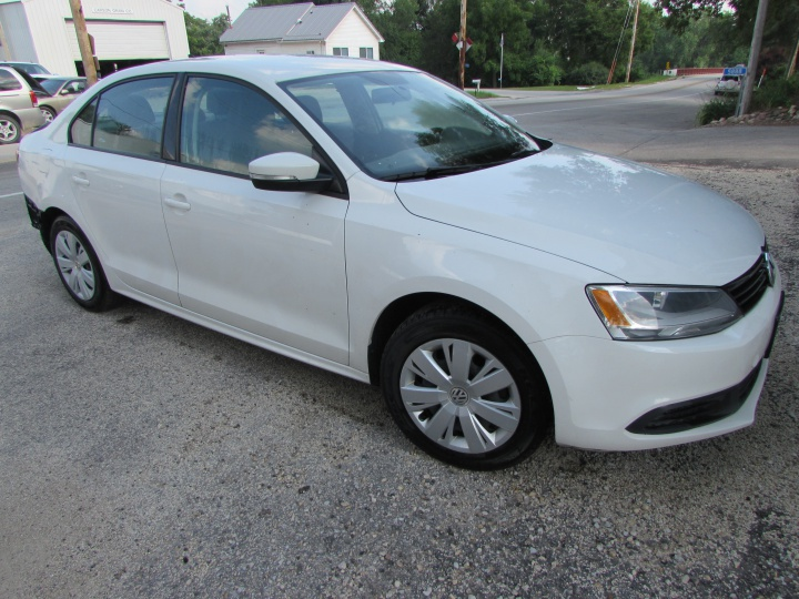 2014 VW Jetta SE Front Right