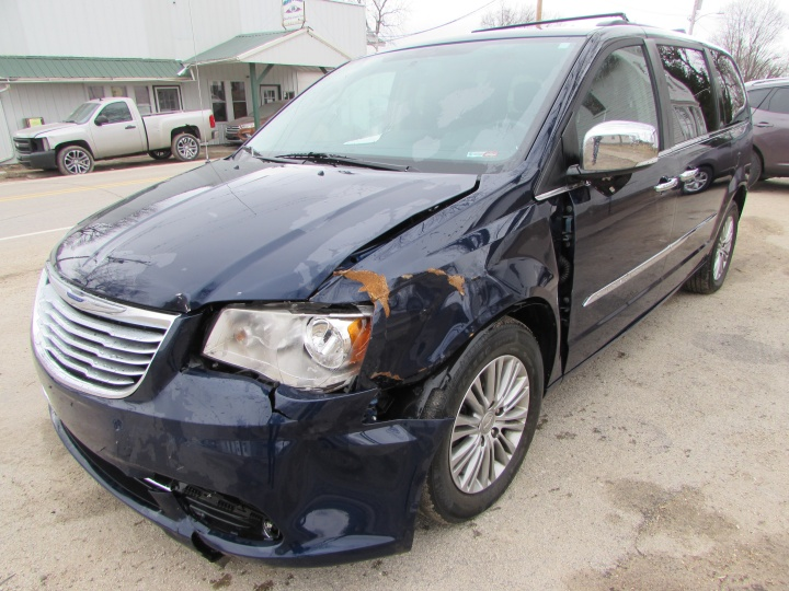 2014 Town & Country Front Left