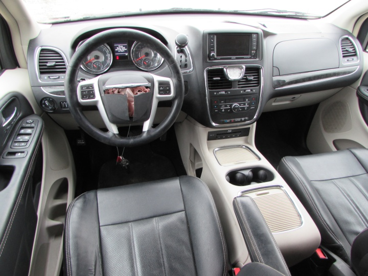 2014 Town & Country Interior