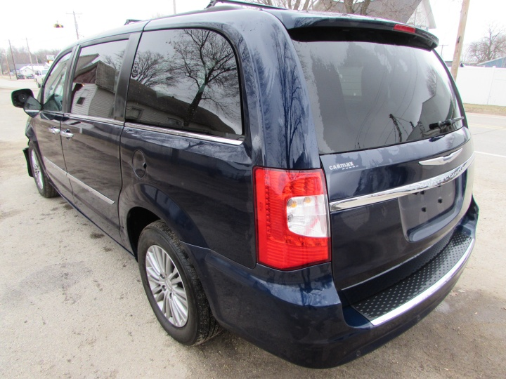 2014 Town & Country Rear Left