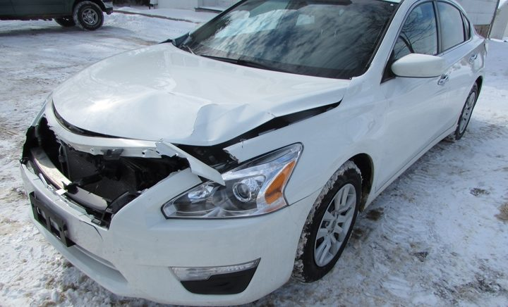 2015 Nissan Altima S Front Left