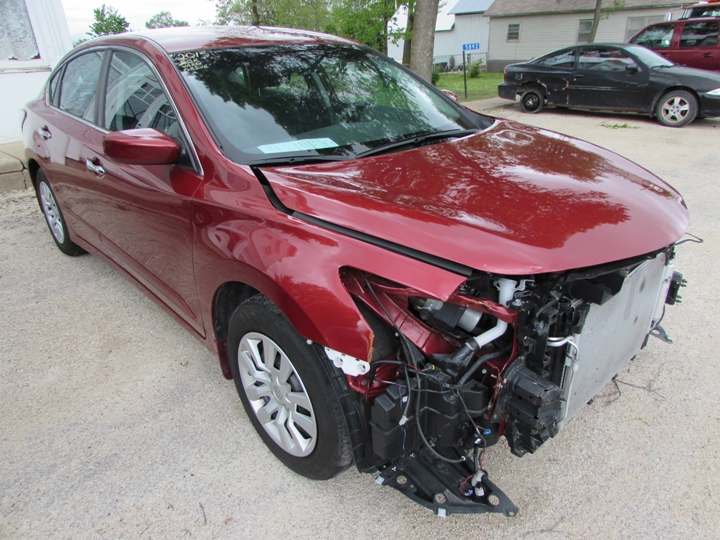 2015 Nissan Altima S Front Right