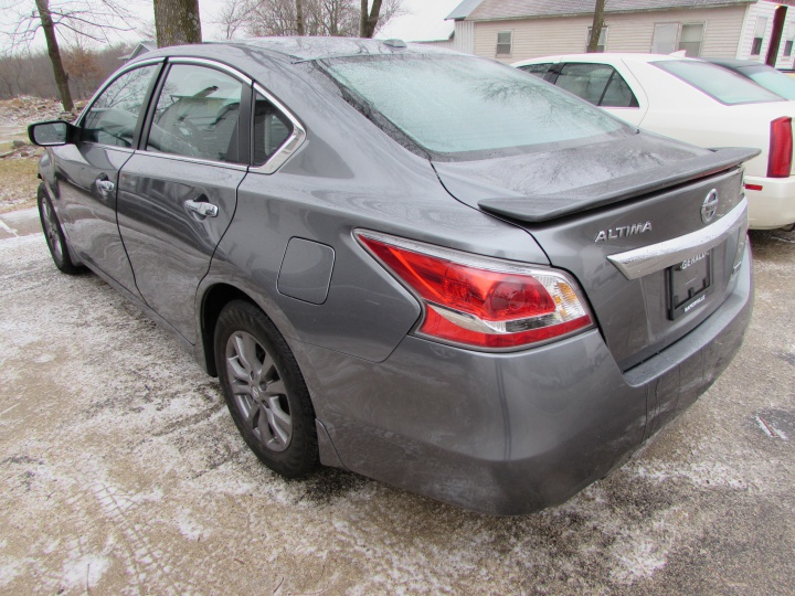 2015 Nissan Altima S Rear Left