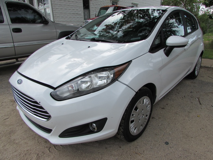 2015 Ford Fiesta S Front Left