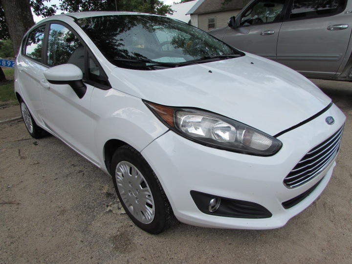 2015 Ford Fiesta S Front Right