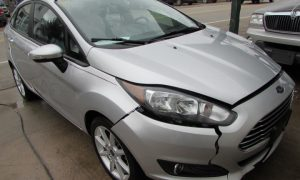 2015 Ford Fiesta SE Front Right
