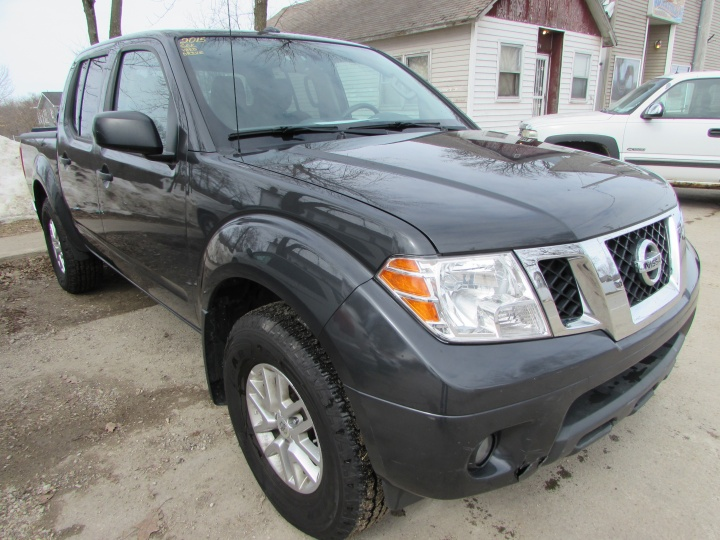 2015 Nissan Frontier SV Front Right
