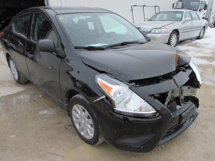 2015 Nissan Versa Front Right