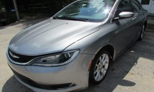 2016 Chrysler 200 LX Front Left