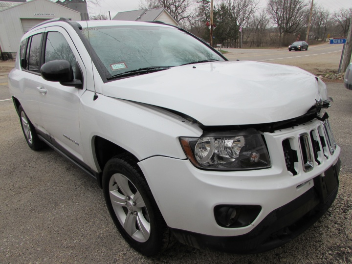 2016 Jeep Compass Sport Front Right