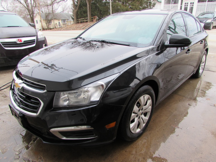 2016 Chevy Cruze LS Front Left