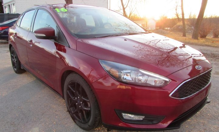 2016 Ford Focus SE Front Right