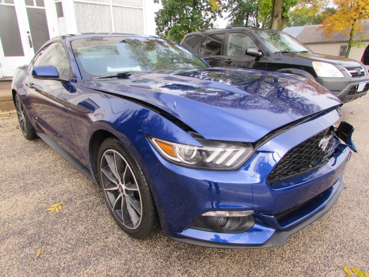 2016 Ford Mustang EcoBoost Front Right