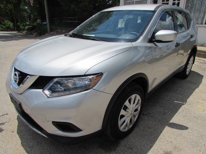 2016 Nissan Rogue S Front Left