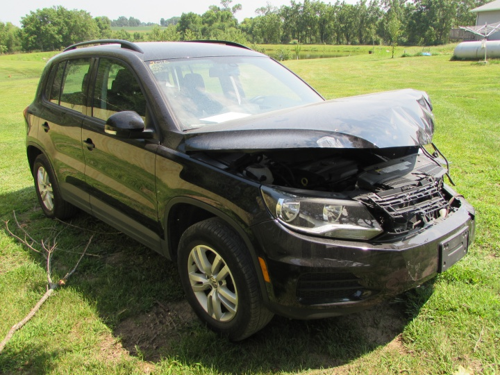 2016 VW Tiguan SE Front Right