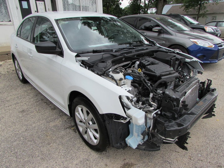 2016 VW Jetta Front Right