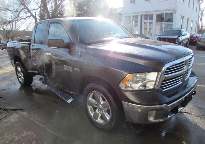 2017 Ram 1500 SLT Front Right