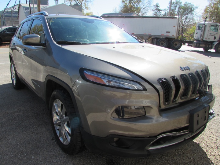 2017 Jeep Cherokee Limited Front Right