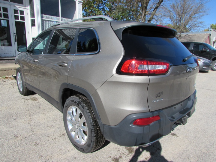 2017 Jeep Cherokee Limited Rear Left