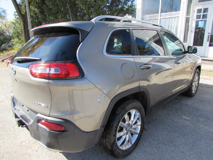 2017 Jeep Cherokee Limited Rear Right