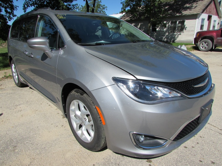 2017 Chrysler Pacifica Touring L-Plus Front Right