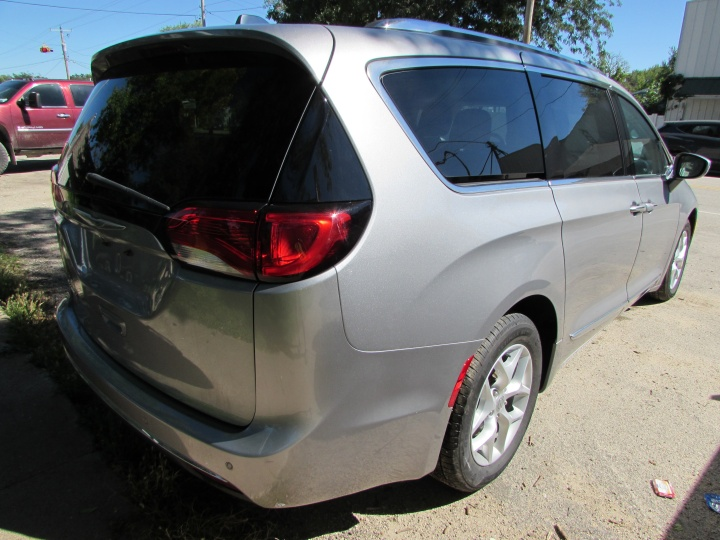 2017 Chrysler Pacifica Touring L-Plus Rear Right
