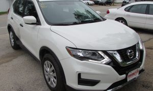 2017 Nissan Rogue S Front Right