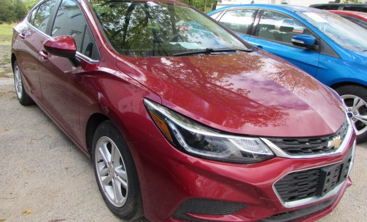 2018 Chevy Cruze LT Front Right