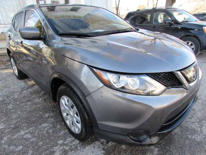 2018 Nissan Rogue Sport S Front Right