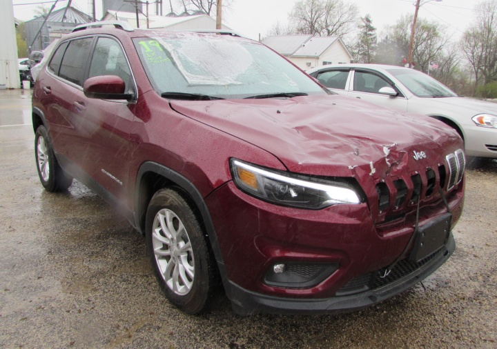 2019 Jeep Cherokee Latitude Front Right