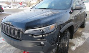 2019 Jeep Cherokee Trailhawk Front Left