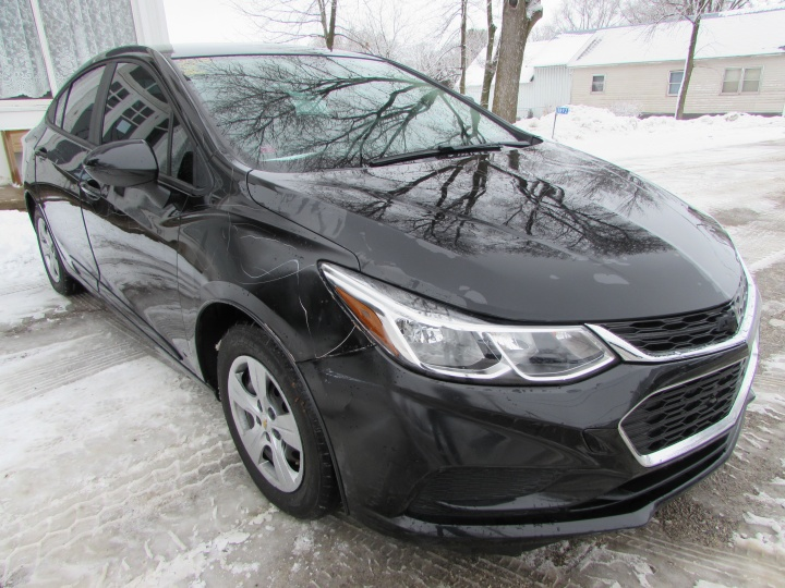 2018 Chevy Cruze LS Front Right